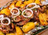 Рецепта Печени агнешки котлети (или пържоли) във фолио на фурна с картофи и моркови